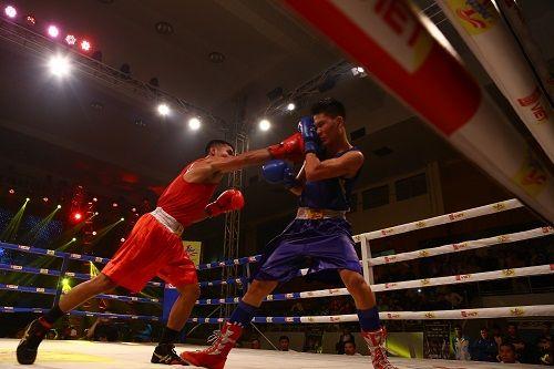 Nhà vô địch gặp phải ca khó trong trận chung kết boxing - Ảnh 3