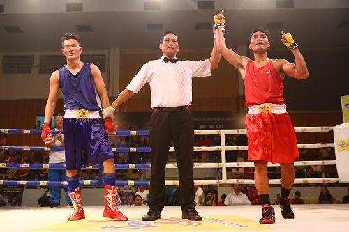 Nhà vô địch gặp phải ca khó trong trận chung kết boxing - Ảnh 4