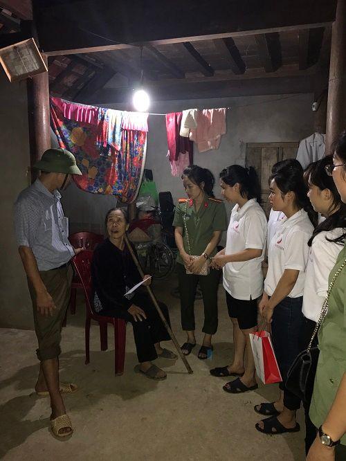Thẩm mỹ viện Thiên Hà quyên góp ủng hộ người dân Hà Tĩnh thiệt hại sau lũ - Ảnh 1