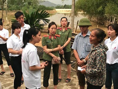 Thẩm mỹ viện Thiên Hà quyên góp ủng hộ người dân Hà Tĩnh thiệt hại sau lũ - Ảnh 2