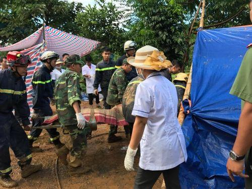 Huy động chó nghiệp vụ tìm kiếm các nạn nhân bị vùi lấp ở Hòa Bình - Ảnh 2