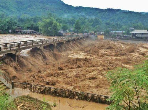 Lý giải nguyên nhân mưa lũ lịch sử khiến 54 người chết, 39 người mất tích - Ảnh 1