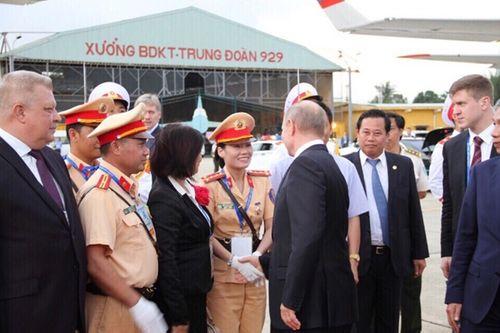 Nữ CSGT kể lại giây phút bất ngờ được Tổng thống Nga Putin bắt tay cảm ơn - Ảnh 1