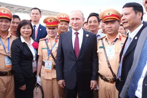 Nữ CSGT kể lại giây phút bất ngờ được Tổng thống Nga Putin bắt tay cảm ơn - Ảnh 2