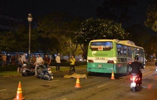 Xe buýt gây tai nạn chết người ở Sài Gòn - Ảnh 1