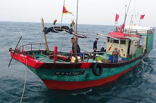 Truy đuổi, bắt giữ 2 tàu cá Trung Quốc xâm phạm vùng biển Việt Nam - Ảnh 1