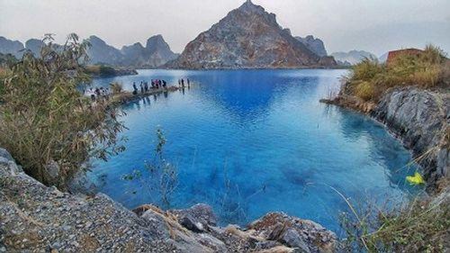 """Hồ nước xanh- """"Tuyệt tình cốc"""" ở Hải Phòng bị rào kín, cấm người dân đến gần - Ảnh 1"""