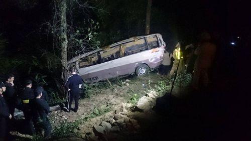 """Nhân chứng vụ lật xe khách ở Lào Cai: """"Mọi người bay hết ra ngoài"""" - Ảnh 1"""