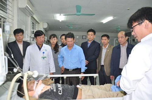 """Nhân chứng vụ lật xe khách ở Lào Cai: """"Mọi người bay hết ra ngoài"""" - Ảnh 2"""