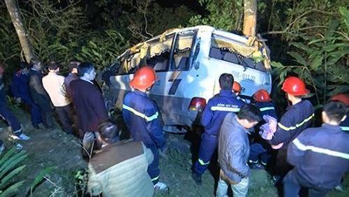 Nguyên nhân ban đầu vụ xe khách lao xuống vực, 23 người thương vong - Ảnh 1
