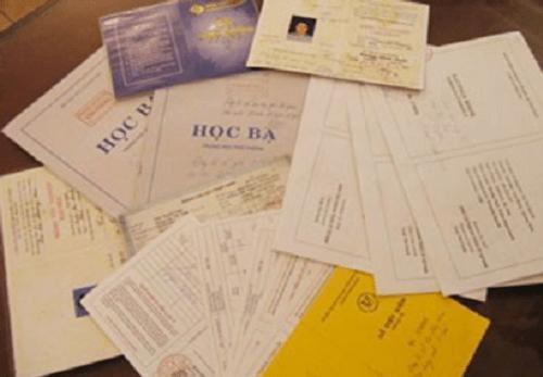 Kỷ luật chủ tịch xã mượn bằng cấp người khác đi học - Ảnh 1