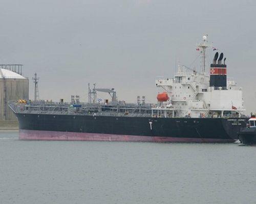Tàu chở 30.000 tấn hóa chất tới Trung Quốc mắc cạn ở biển Bình Thuận - Ảnh 1
