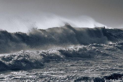 Cơn bão mạnh nhất trong nhiều năm đang tăng cấp, tiến nhanh vào đất liền - Ảnh 1