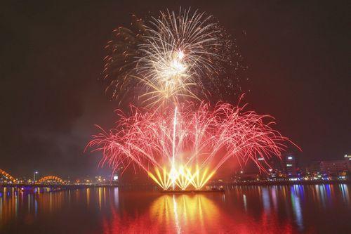 Màn pháo hoa rực sáng mừng năm mới 2018 - Ảnh 8