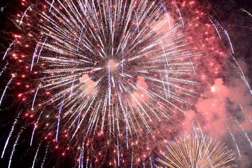 Màn pháo hoa rực sáng mừng năm mới 2018 - Ảnh 4