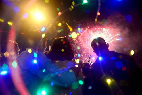 Màn pháo hoa rực sáng mừng năm mới 2018 - Ảnh 2