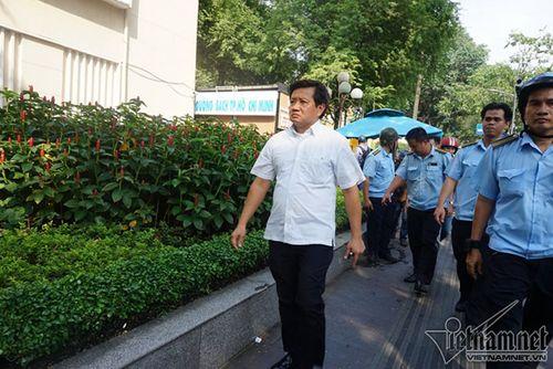 Ông Đoàn Ngọc Hải đình chỉ 48 bãi giữ xe sau khi có đơn xin từ chức - Ảnh 1