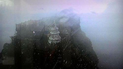 Tuyết rơi trên đỉnh núi Fansipan - Ảnh 2