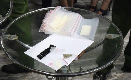 Cảnh sát đột kích quán bar, 80 người dương tính với ma túy - Ảnh 1
