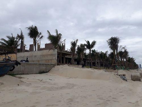 Tháo dỡ biệt thự xây dựng trái phép ở Đà Nẵng - Ảnh 1