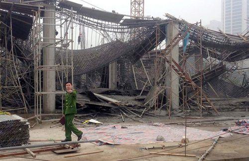 Hiện trường vụ sập giàn giáo khiến 3 người chết ở Hà Nội - Ảnh 3