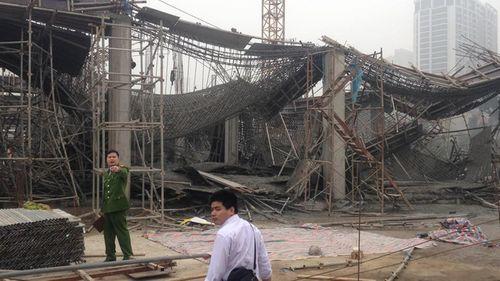 Nguyên nhân ban đầu vụ sập giàn giáo 3 người chết ở Hà Nội - Ảnh 1