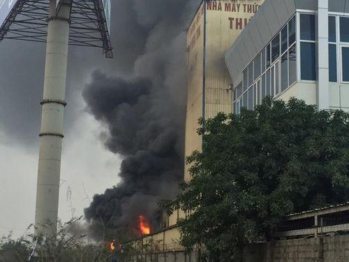 Cháy lớn tại nhà máy cám ở Hải Dương - Ảnh 1