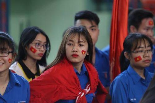 Sinh viên trường Bách Khoa cổ vũ đội tuyển U23 Việt Nam - Ảnh 1