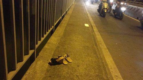 2 cô gái trẻ cùng nhảy xuống sông Sài Gòn tự tử - Ảnh 1