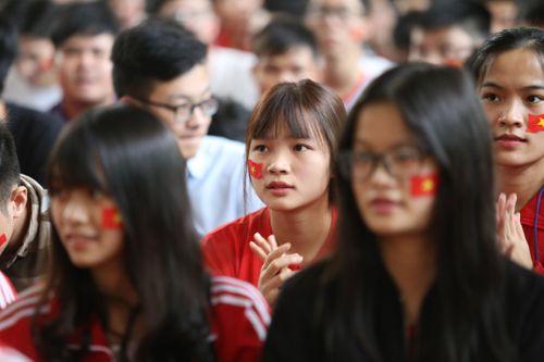 Sinh viên trường Bách Khoa cổ vũ đội tuyển U23 Việt Nam - Ảnh 4