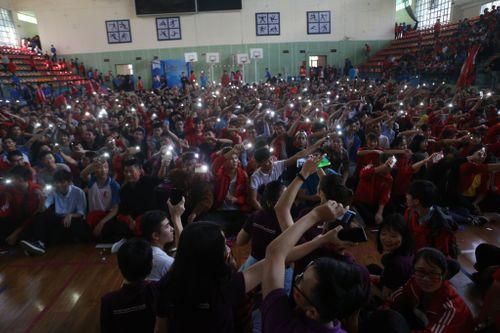 Sinh viên trường Bách Khoa cổ vũ đội tuyển U23 Việt Nam - Ảnh 6