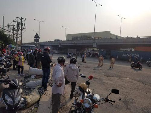 Tai nạn giao thông, nữ sinh chết thảm dưới bánh xe container - Ảnh 1