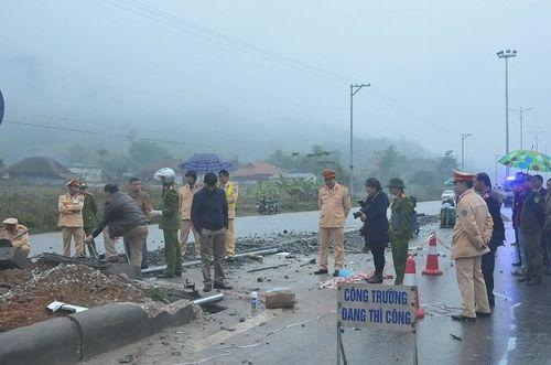 Hiện trường vụ tai nạn giao thông 5 người chết ở Hà Giang - Ảnh 3