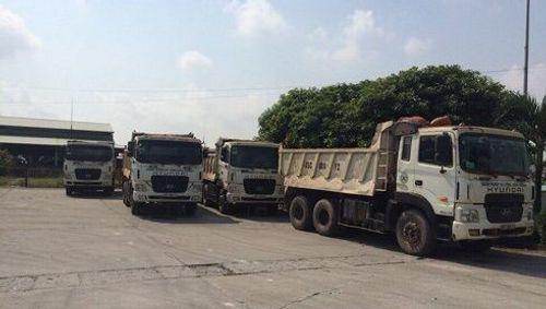 Vụ đoàn xe tải dàn hàng ngang chống đối CSGT: Xử phạt hơn 22 triệu đồng - Ảnh 1