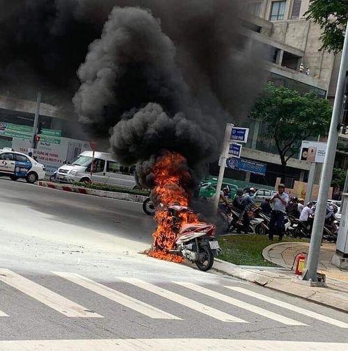 Honda Ôtô Đà Nẵng: Xe Honda Air Blade đang Chạy Bất Ngờ Bốc Cháy Ngùn Ngụt