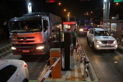 Trạm BOT cầu Rạch Miễu tạm ngưng thu phí giữa đêm - Ảnh 1
