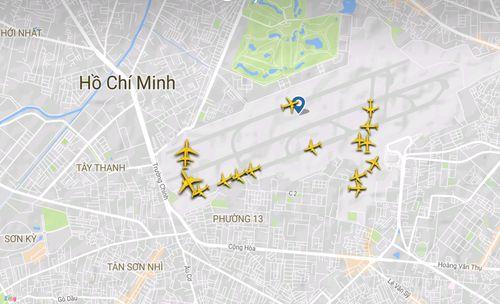 Cảnh máy bay ùn ứ chờ cất cánh ở sân bay Tân Sơn Nhất - Ảnh 1