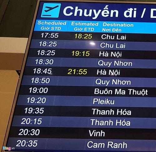 Cảnh máy bay ùn ứ chờ cất cánh ở sân bay Tân Sơn Nhất - Ảnh 13