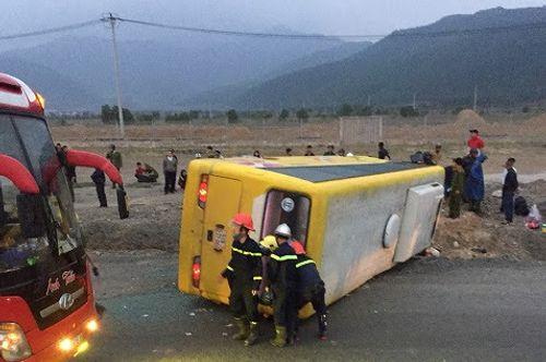 Hiện trường vụ tai nạn giao thông ở Đà Nẵng, 13 người thương vong - Ảnh 1