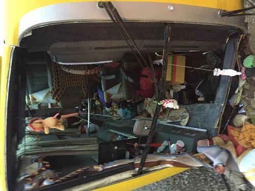 Hiện trường vụ tai nạn giao thông ở Đà Nẵng, 13 người thương vong - Ảnh 2
