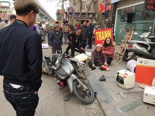 Xe Camry gây tai nạn liên hoàn trên phố Hà Nội chiều 28 Tết - Ảnh 2