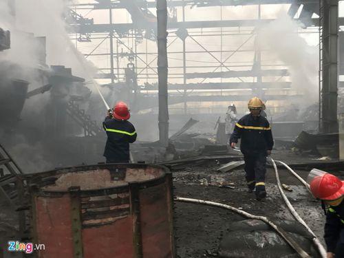 Nguyên nhân ban đầu vụ lò luyện thép nổ khiến 2 người bị thương - Ảnh 1