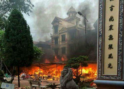 Nguyên nhân đền Mẫu Đồng Đăng bốc cháy dữ dội  - Ảnh 1