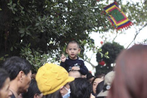 Hàng vạn người chen chân dâng hương tại Phủ Tây Hồ - Ảnh 3
