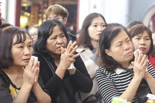 Hàng vạn người chen chân dâng hương tại Phủ Tây Hồ - Ảnh 5