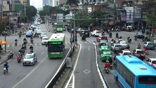 Ô tô và xe máy được đi vào làn BRT? - Ảnh 1