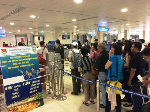 Nam hành khách bị cấm bay 12 tháng vì dùng giấy tờ giả - Ảnh 1