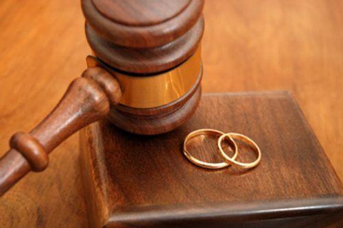 Phó Chủ tịch UB MTTQ huyện cưới người này, đăng ký kết hôn với người kia - Ảnh 1