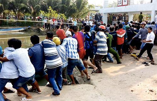 Hơn 100 người giải cứu nạn nhân bị kẹt giữa nắp cống - Ảnh 2