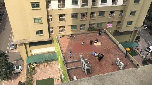 Hà Nội: Người đàn ông rơi từ tầng 11 xuống mái tum tử vong - Ảnh 1